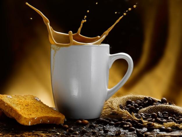 Tasse de lait et café