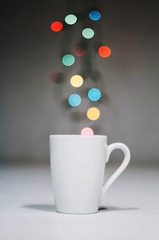 Tasse et lumières de noël