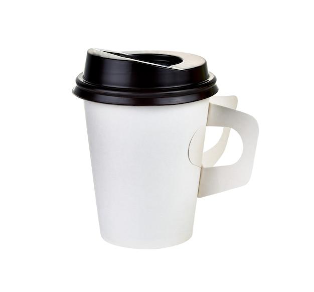 Tasse en papier à café sur blanc.