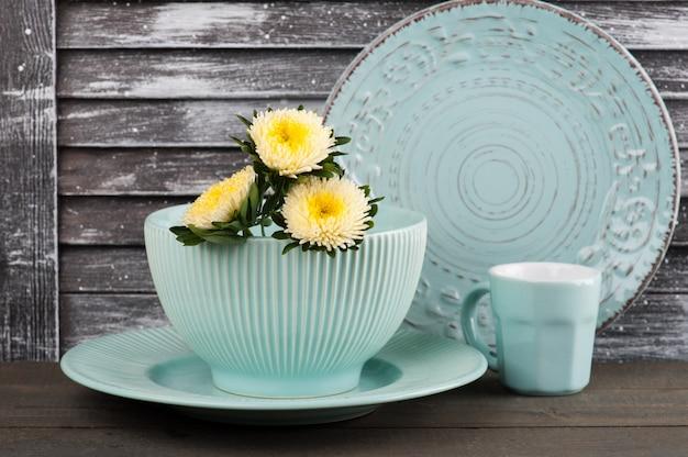 Tasse en porcelaine vintage bleue, assiette