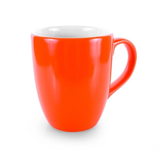 Tasse rouge vide sur fond blanc