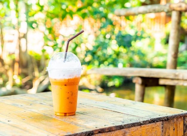 Tasse de thé au lait thaï glacé
