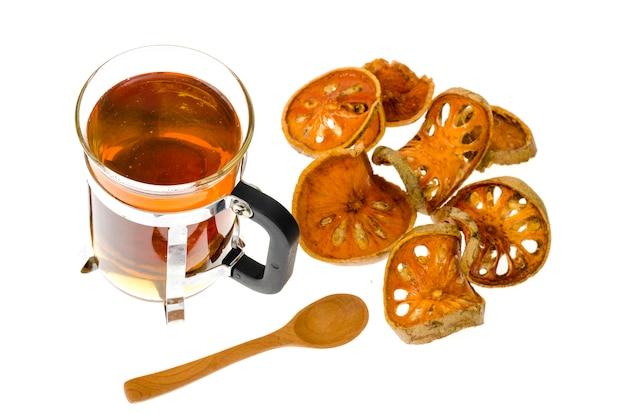 Tasse de thé bael séché