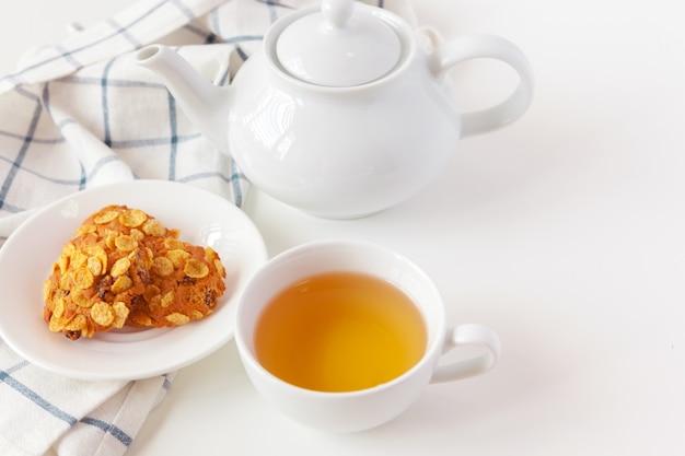 Tasse de thé avec des biscuits