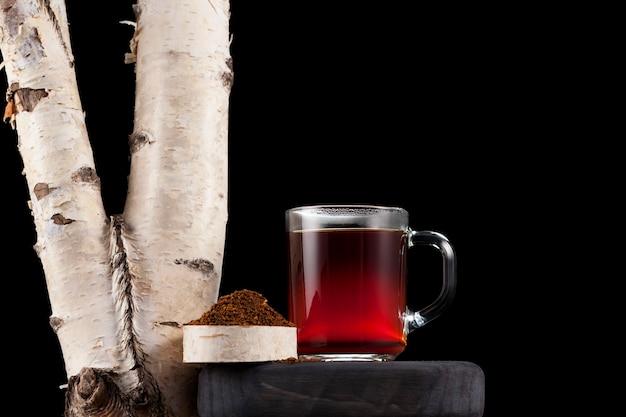 Tasse avec thé chaga