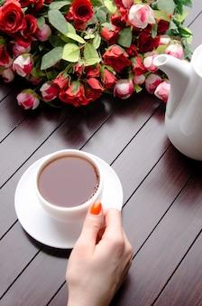 Tasse de thé dans le concept de restauration