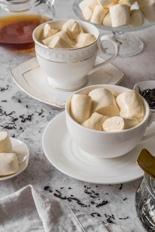 Tasse à thé grand angle avec collation