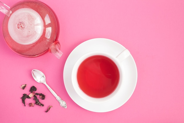 Tasse de thé à l'hibiscus