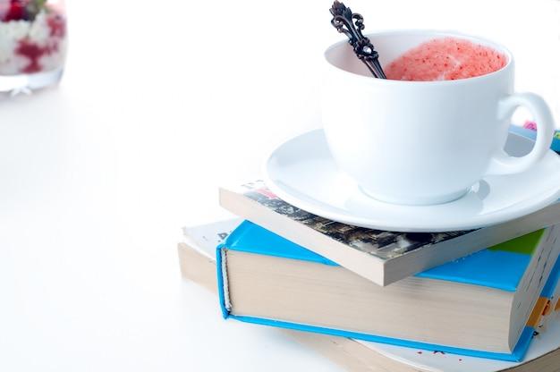 Tasse de thé et livre