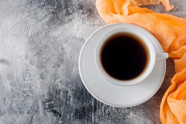 Tasse de thé noir ou café