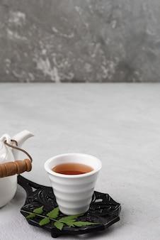 Tasse de thé et théière