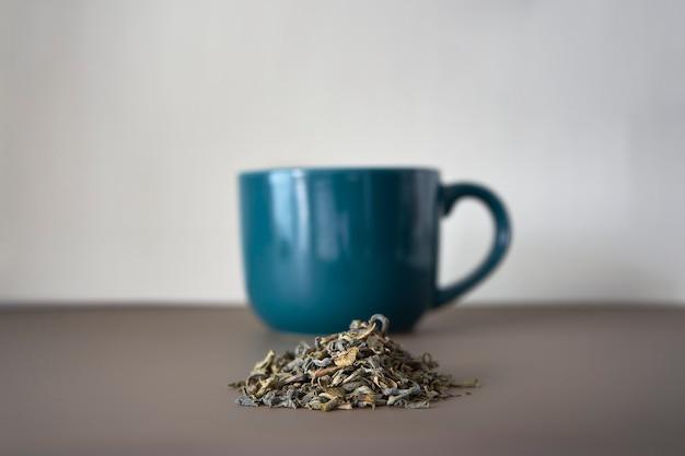Une tasse de thé vert