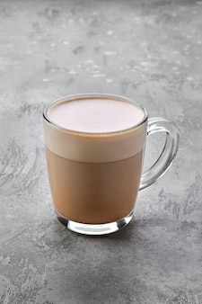 Tasse transparente de cappuccino avec mousse