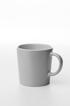 Tasse vide blanche à angle élevé