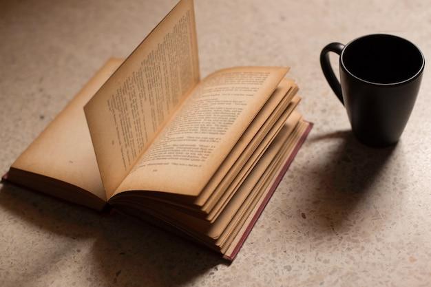 Tasses à café aux livres