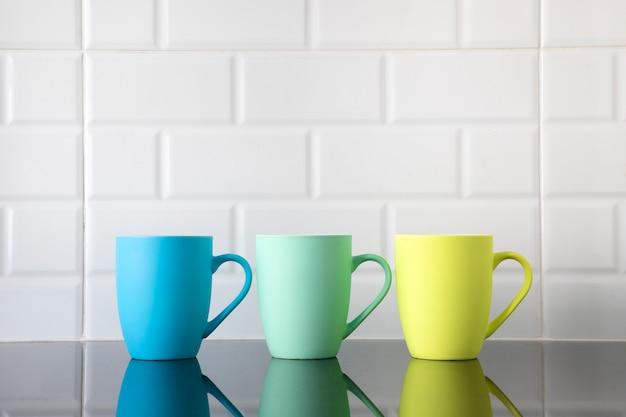 Tasses à café colorées