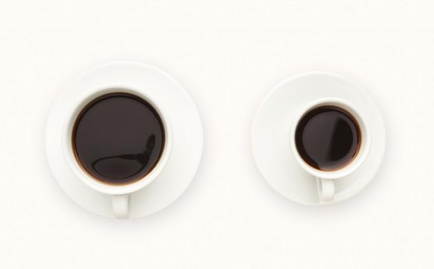 Tasses à café expresso et americano isolées sur blanc. vue de dessus de boisson contreventement. concept d'énergie et de rafraîchissement, espace de copie