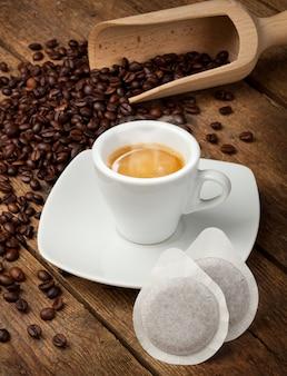 Tasses à café avec des gousses