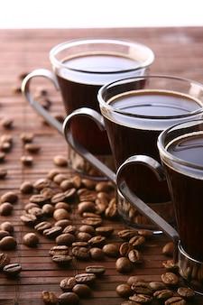 Tasses à café avec grains de café