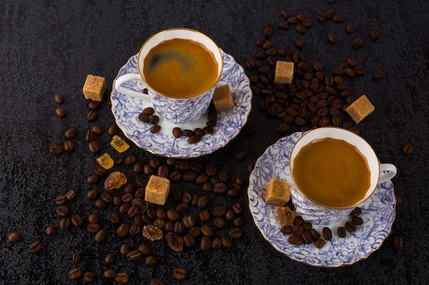 Tasses à café et orchidée