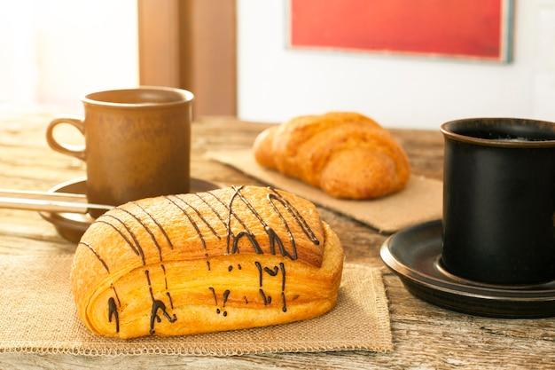 Tasses à café avec pâte feuilletée
