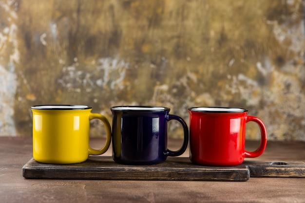 Tasses en céramique colorées