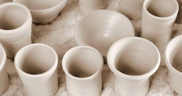 Tasses en céramique séchage