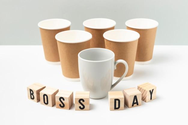 Tasses et tasse de célébration de la journée du patron