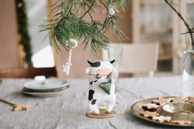 Taureau jouet. symbole du nouvel an chinois 2021
