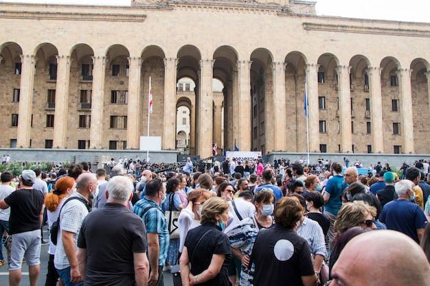 Tbilissi, géorgie - 11 juillet 2021 : la manifestation a été organisée en raison de la mort d'un journaliste qui a été battu lors de l'événement tbilissi pride.