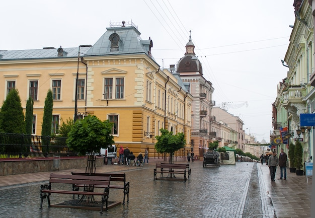 Tchernivtsi, rue kobylianska (zone piétonne). ukraine occidentale
