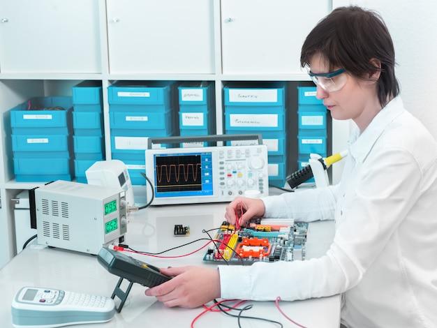 Tech teste l'équipement électronique