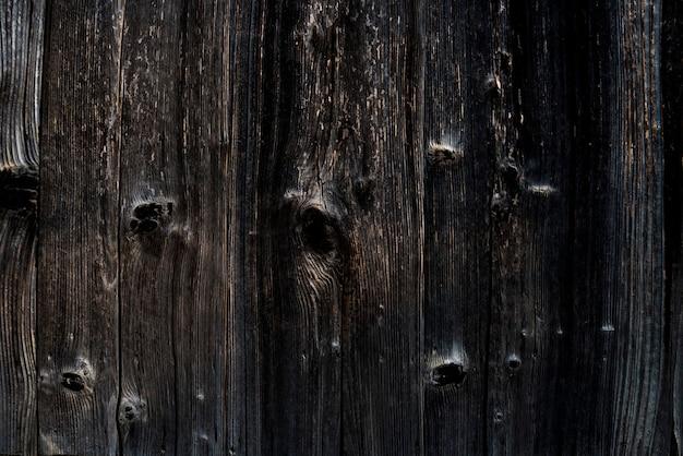 Technique japonaise: shou sugi ban, bois brûlé à usage externe.