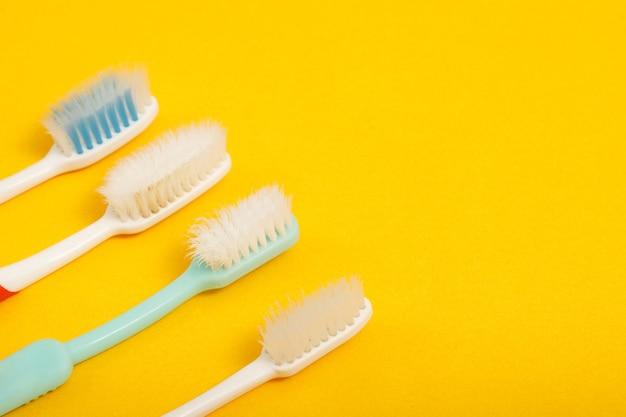 Techniques de stockage des brosses à dents et de nettoyage des brosses après utilisation pour réduire l'accumulation de germes et de bactéries