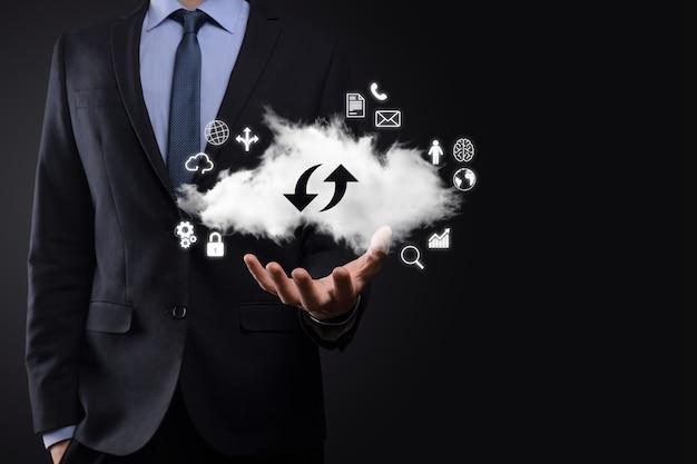 Technologie cloud. signe de stockage en nuage avec deux flèches de haut en bas sur l'obscurité. cloud computing, big data center, future infrastructure, concept d'ia numérique. symbole d'hébergement virtuel.