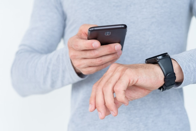 Technologie moderne et applications et appareils utiles. téléphone mobile