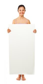Teen fille tenant un tableau blanc