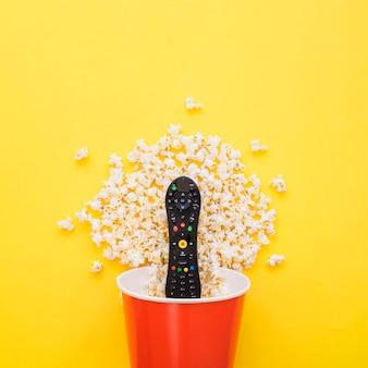 Télécommande dans le seau de pop-corn