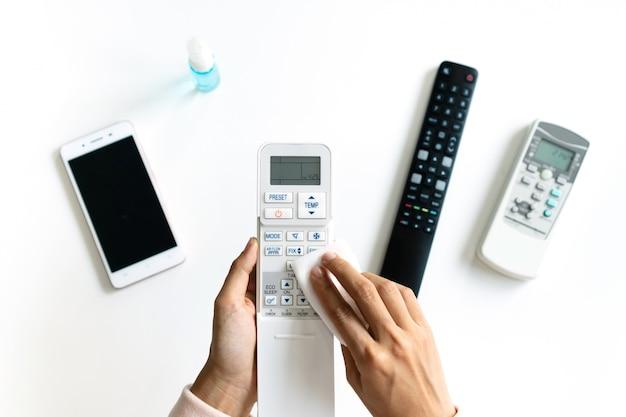 Télécommandes de nettoyage de climatiseur pour femme