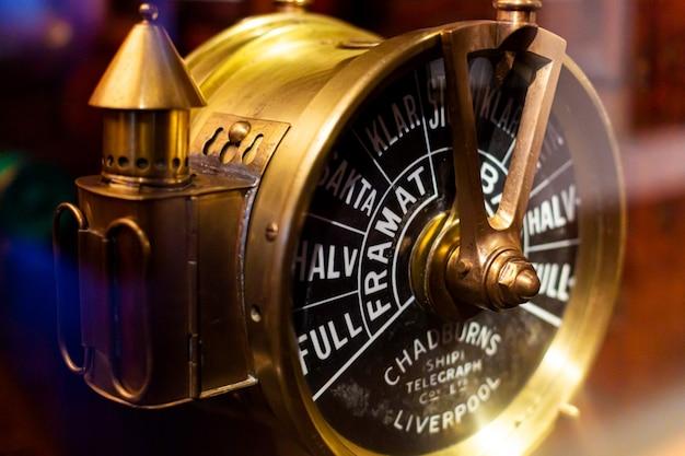 Télégraphe antique pour envoyer des messages de la passerelle du navire à la salle des machines