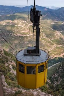 Téléphérique dans la chaîne de montagnes de montserrat