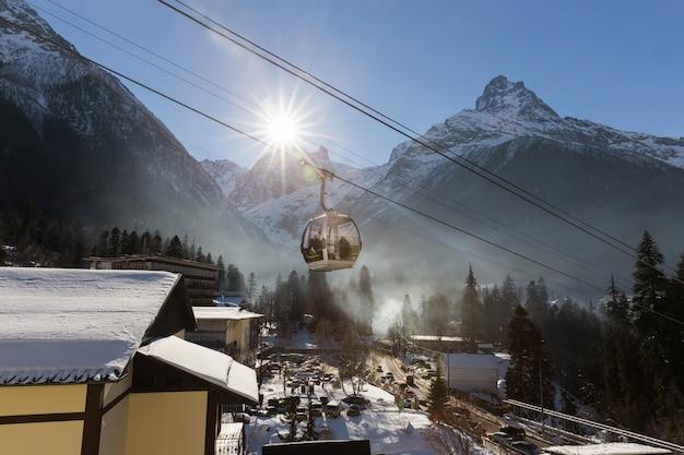 Téléphérique dans la station de ski