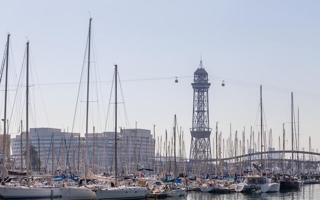 Téléphérique dans le vieux port de barcelone