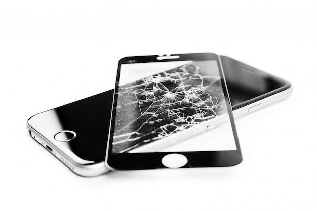 Téléphone cassé isolé