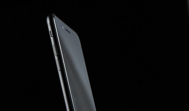 Téléphone dans un studio sombre