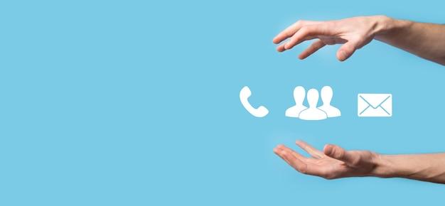 Téléphone, e-mail, contact de symbole de cube de bloc en bois. page du site web contactez-nous ou concept de marketing par e-mail.
