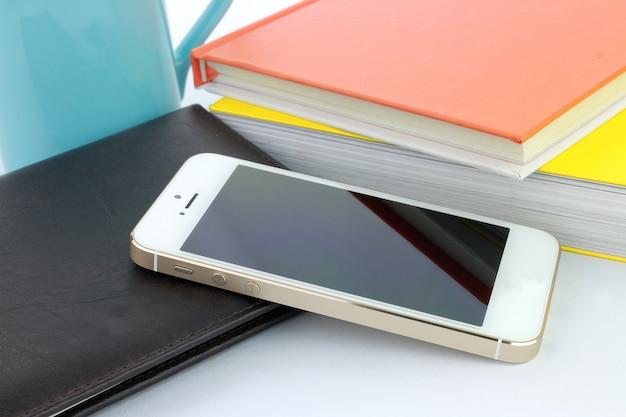 Téléphone intelligent et livres