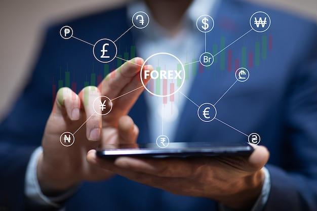 Téléphone de main de commerçant financier avec forex.