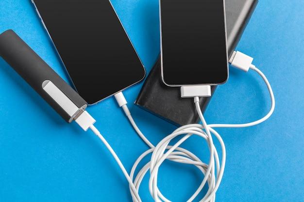 Téléphone mobile se connecter à la batterie