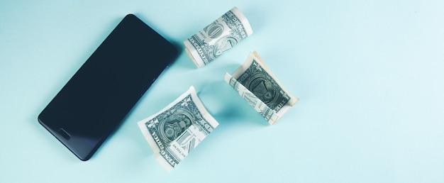 Téléphone portable et billets d'un dollar